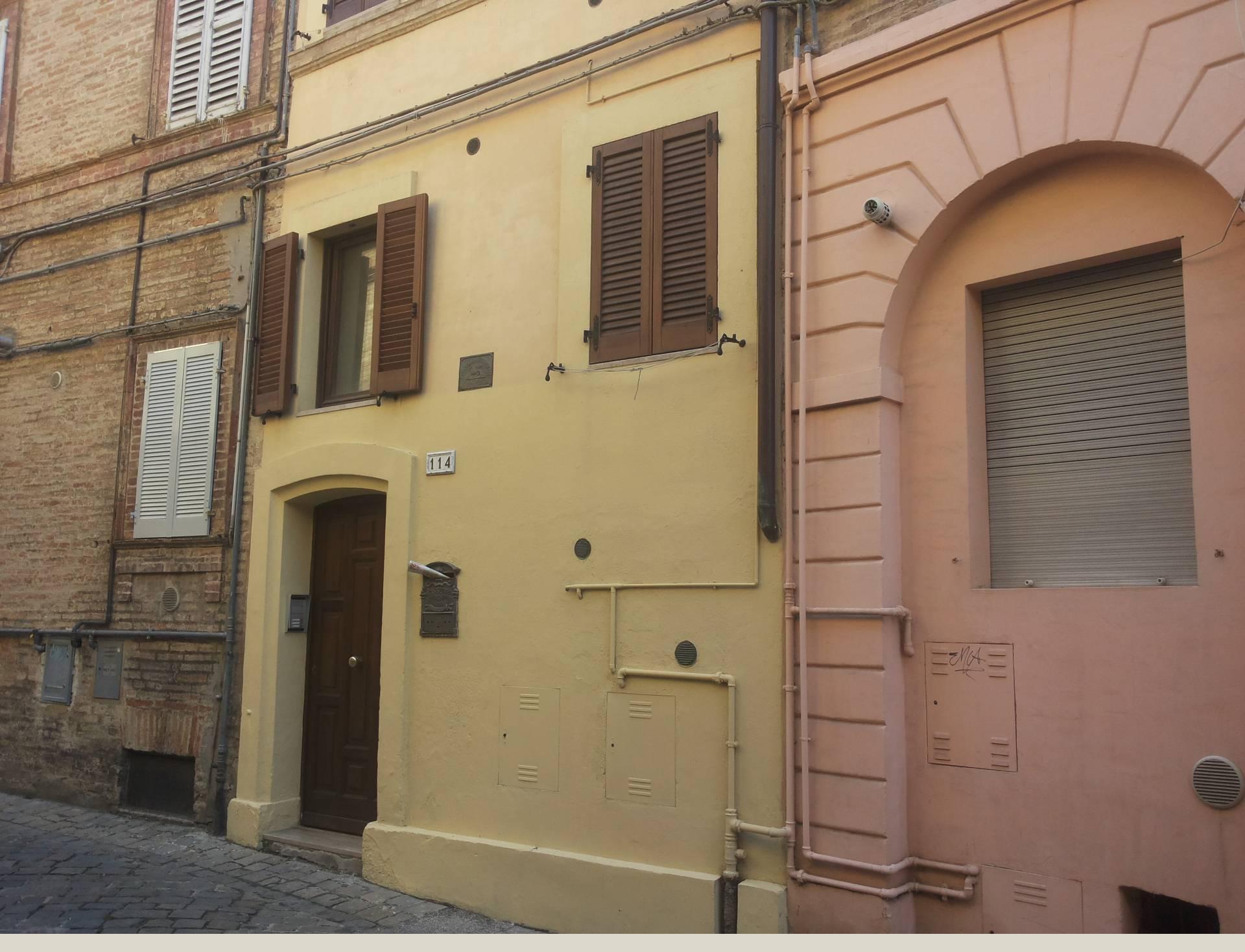 Appartamento in affitto a Macerata, 2 locali, zona Località: Centrostorico, prezzo € 470 | CambioCasa.it