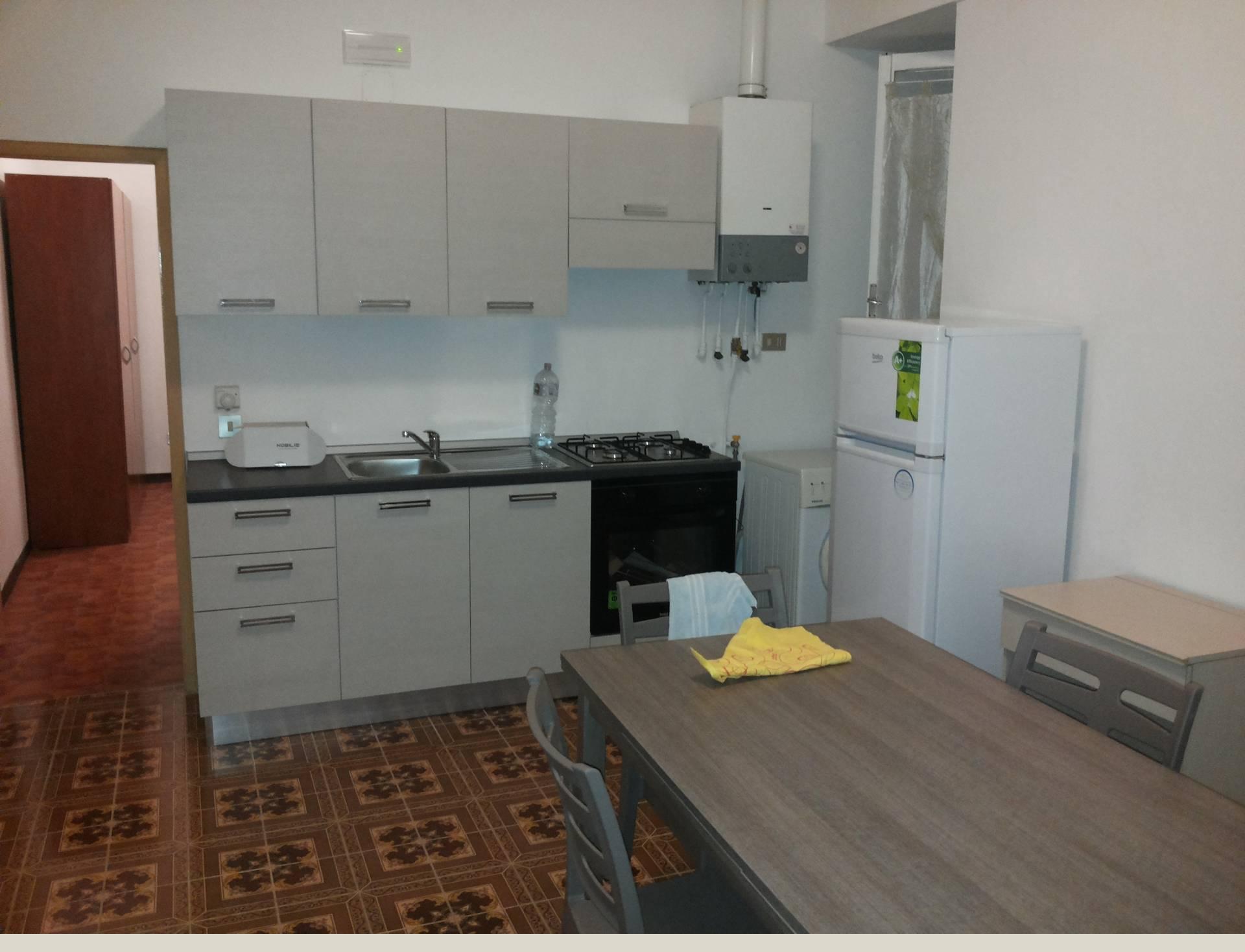 Appartamento in affitto a Macerata, 2 locali, zona Zona: Semicentrale, prezzo € 300 | CambioCasa.it