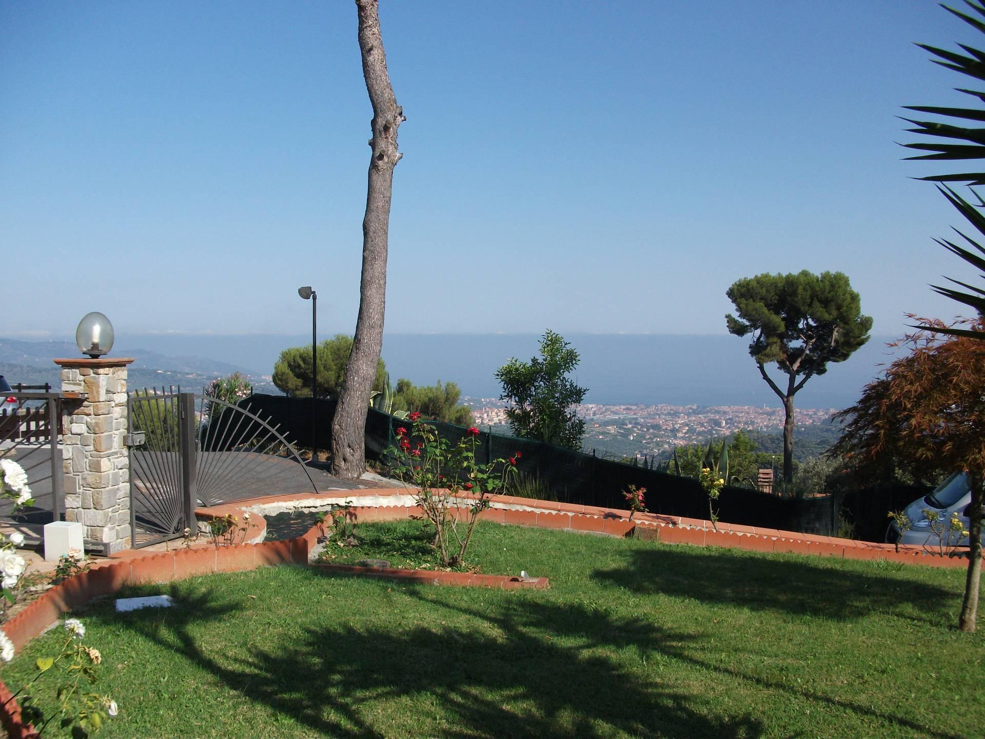 Villa in Vendita a Diano Arentino