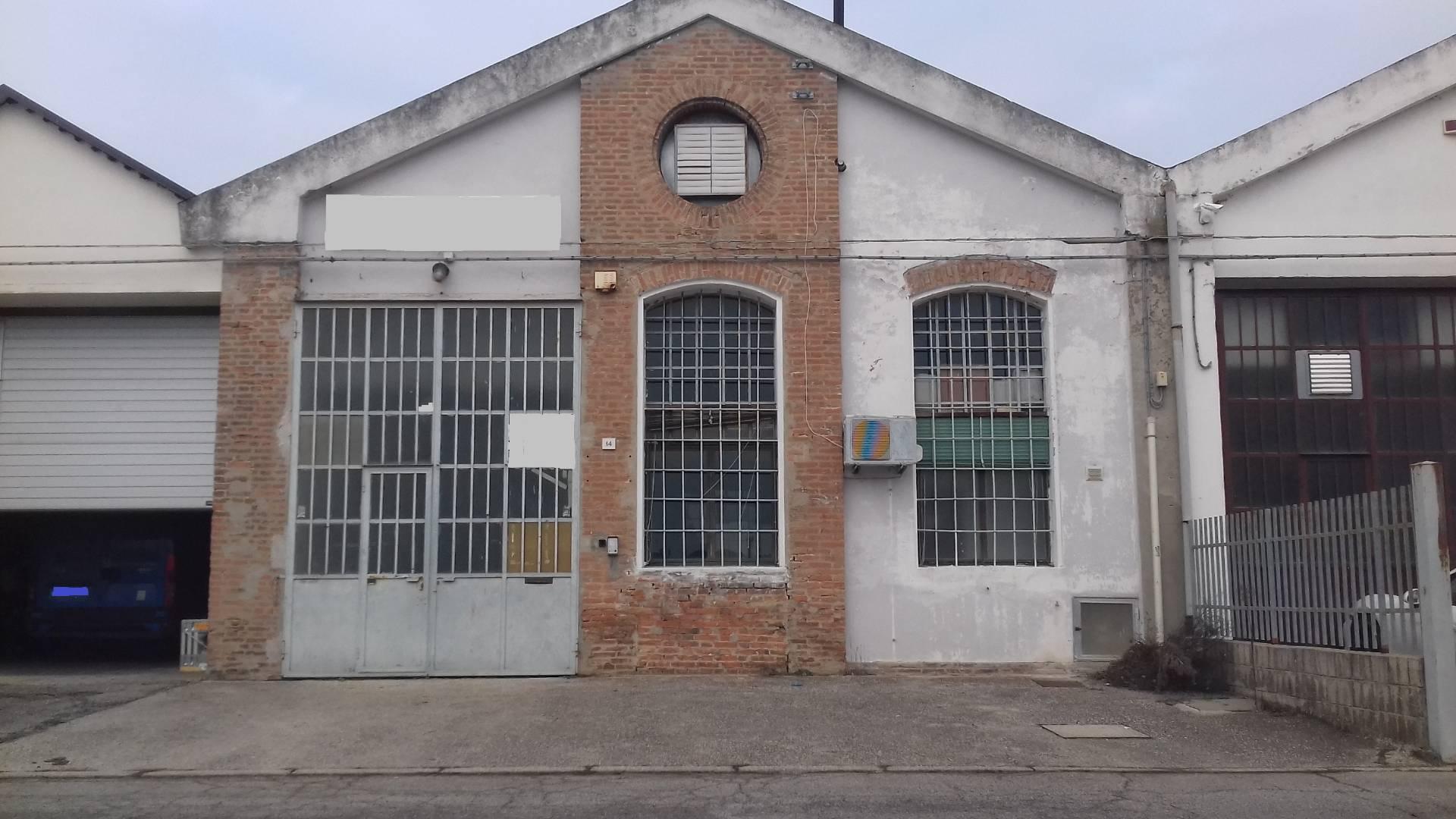 Capannone in affitto a Ferrara, 9999 locali, zona Zona: Pontelagoscuro, prezzo € 99.000 | CambioCasa.it
