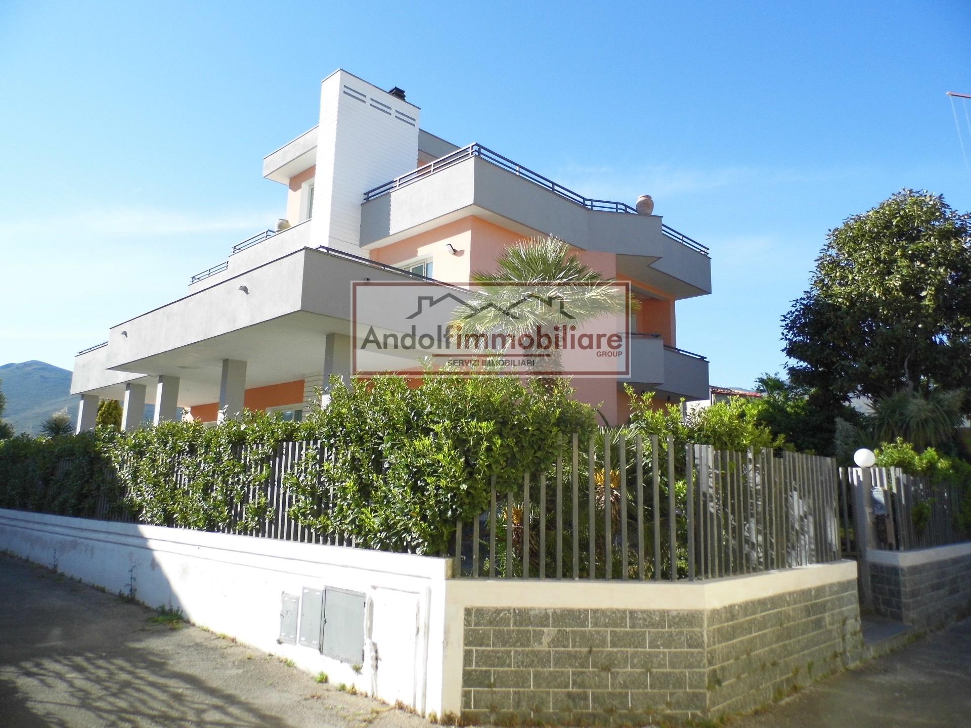 Appartamento in affitto a Gaeta, 4 locali, prezzo € 800 | CambioCasa.it