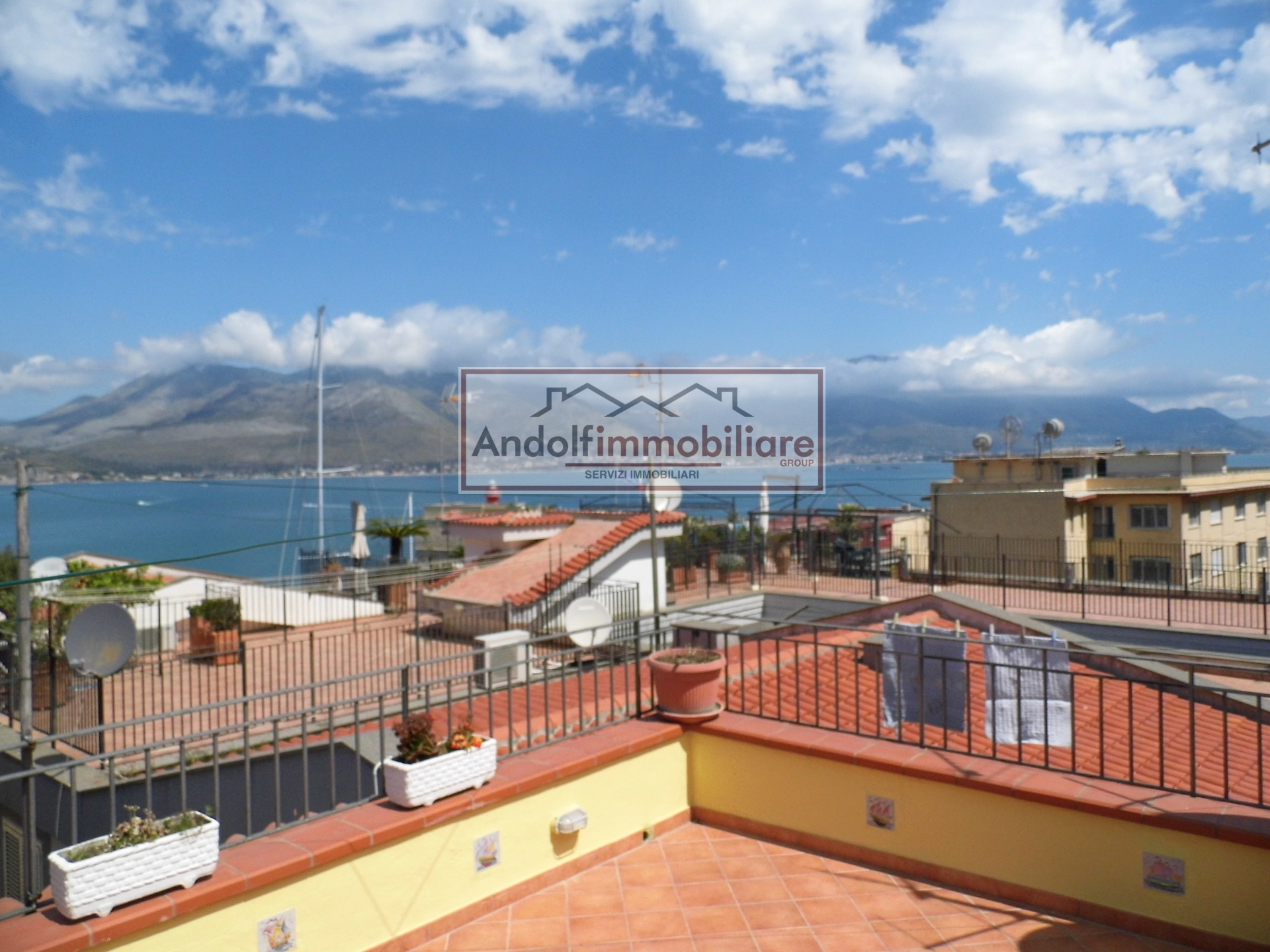Villa in vendita a Gaeta, 7 locali, Trattative riservate | CambioCasa.it