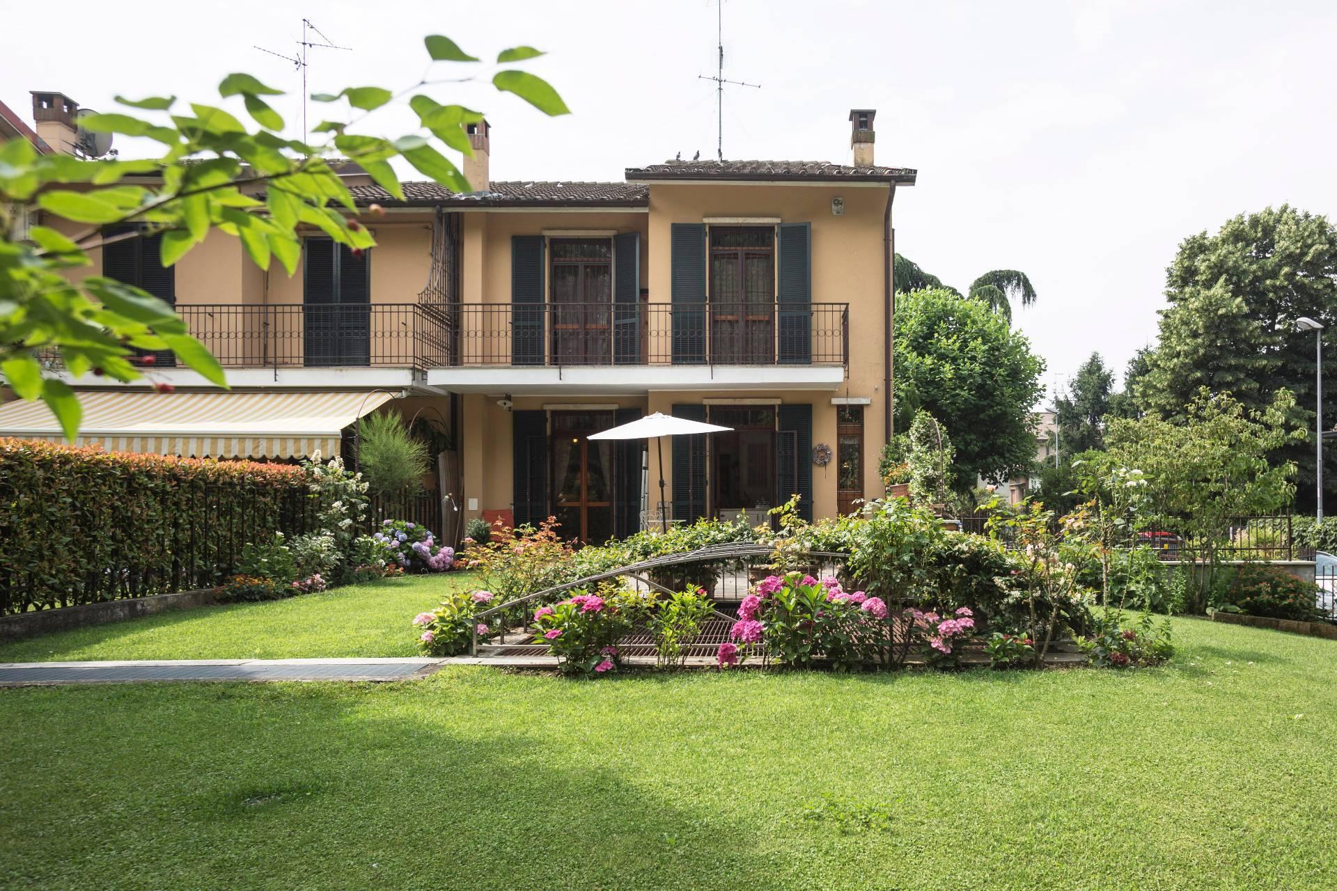 Villa in Vendita a Cernusco Sul Naviglio: 5 locali, 250 mq