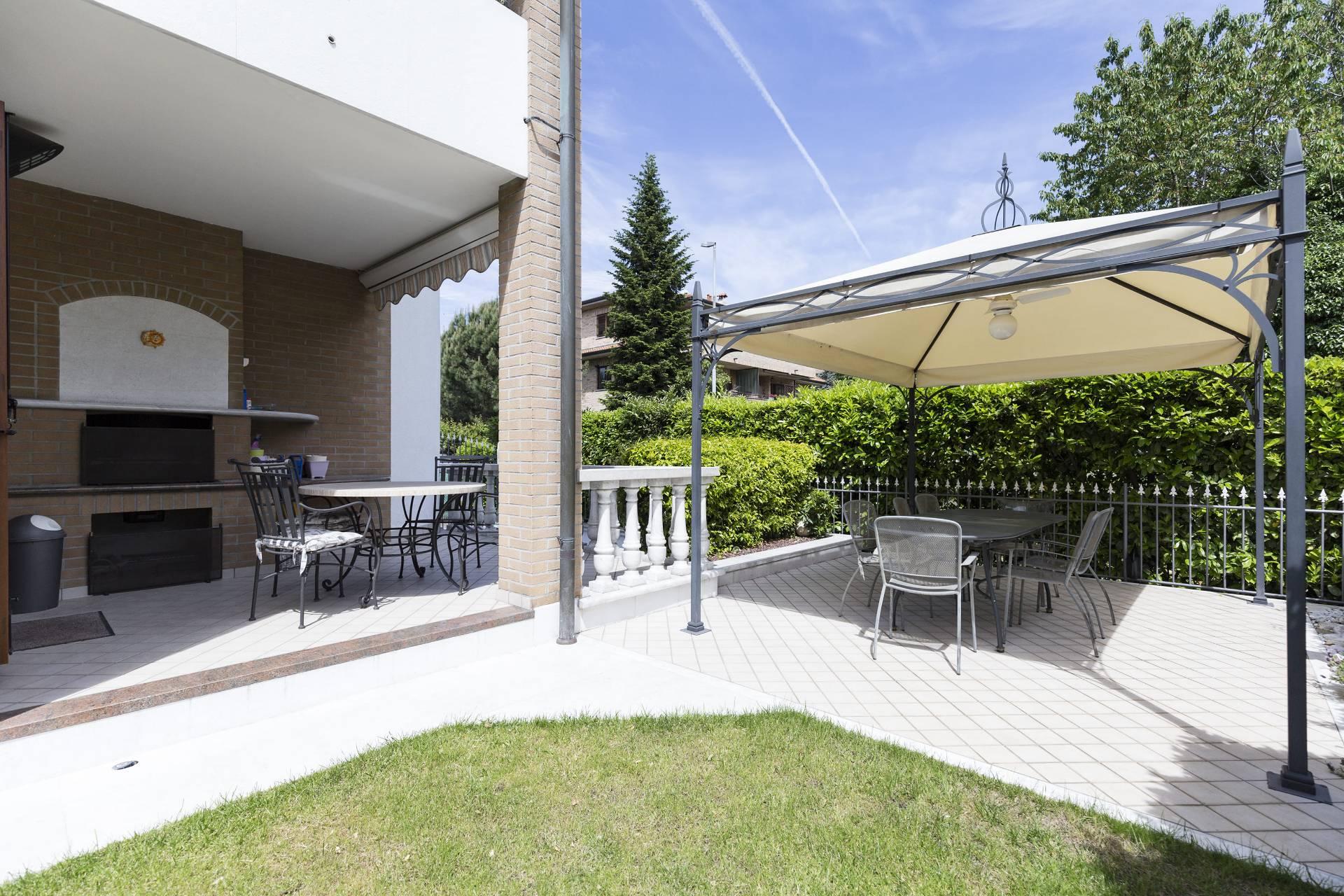 Villa in Vendita a Cesate: 5 locali, 321 mq