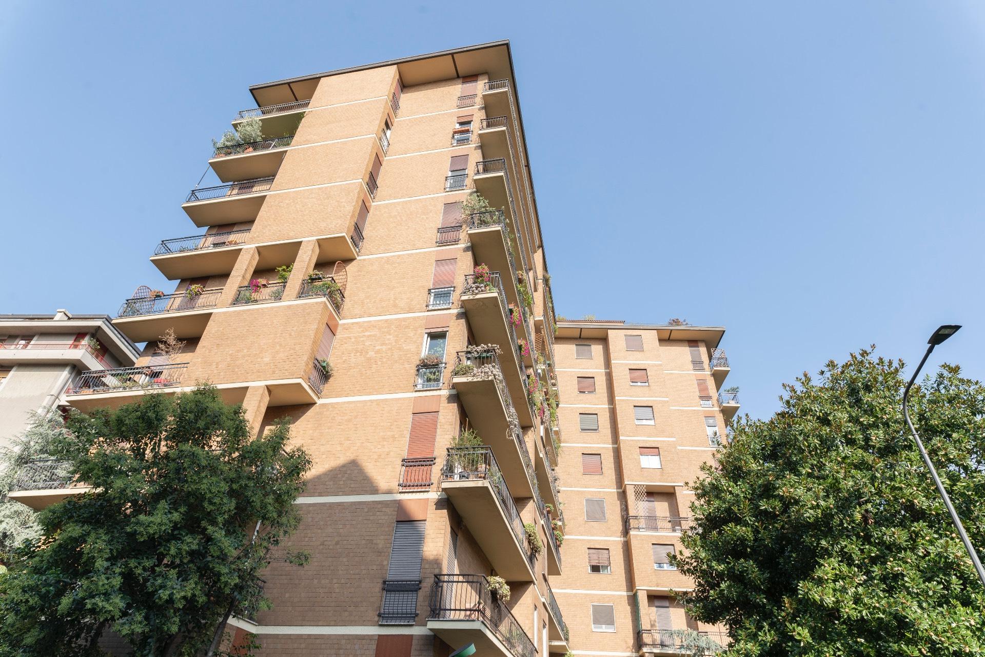 Appartamento in Affitto a Milano 18 Ippodromo / San Siro / Zavattari: 4 locali, 150 mq