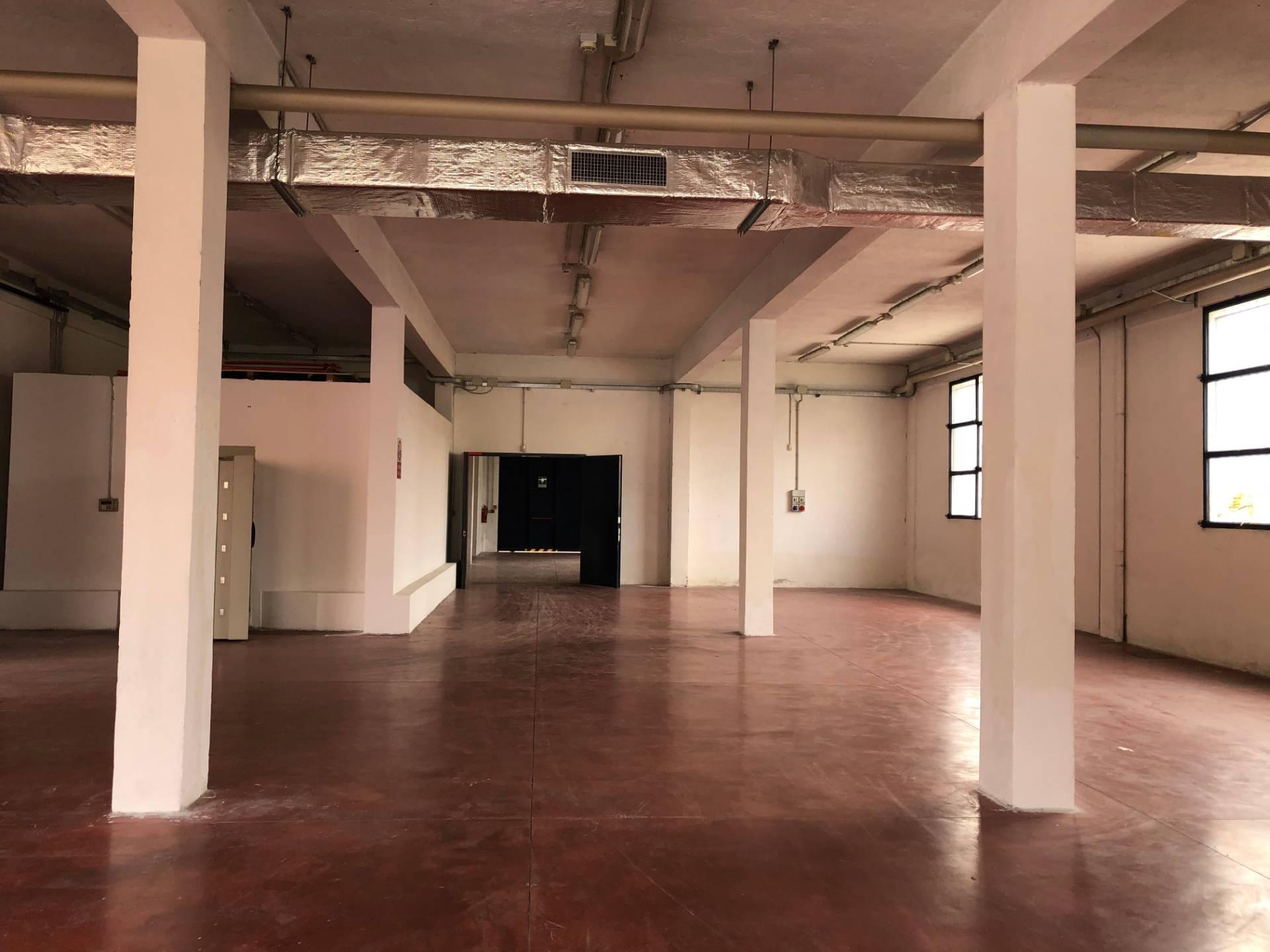 Laboratorio in Affitto a Milano: 1050 mq