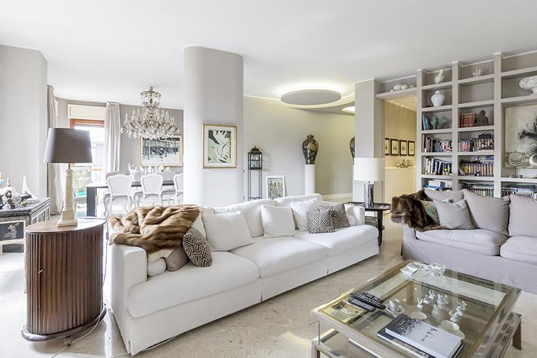 Appartamento in Vendita a Busto Arsizio: 5 locali, 214 mq