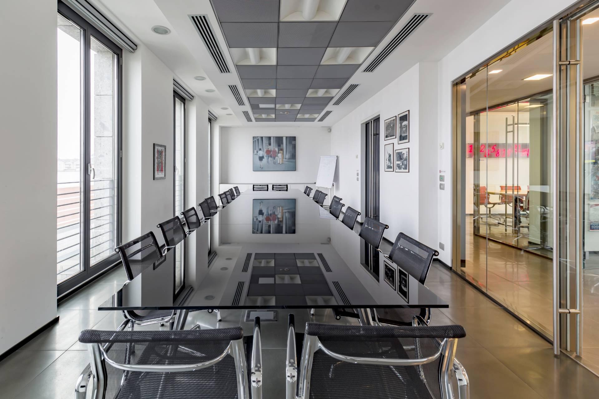 Ufficio-studio in Affitto a Legnano: 5 locali, 425 mq