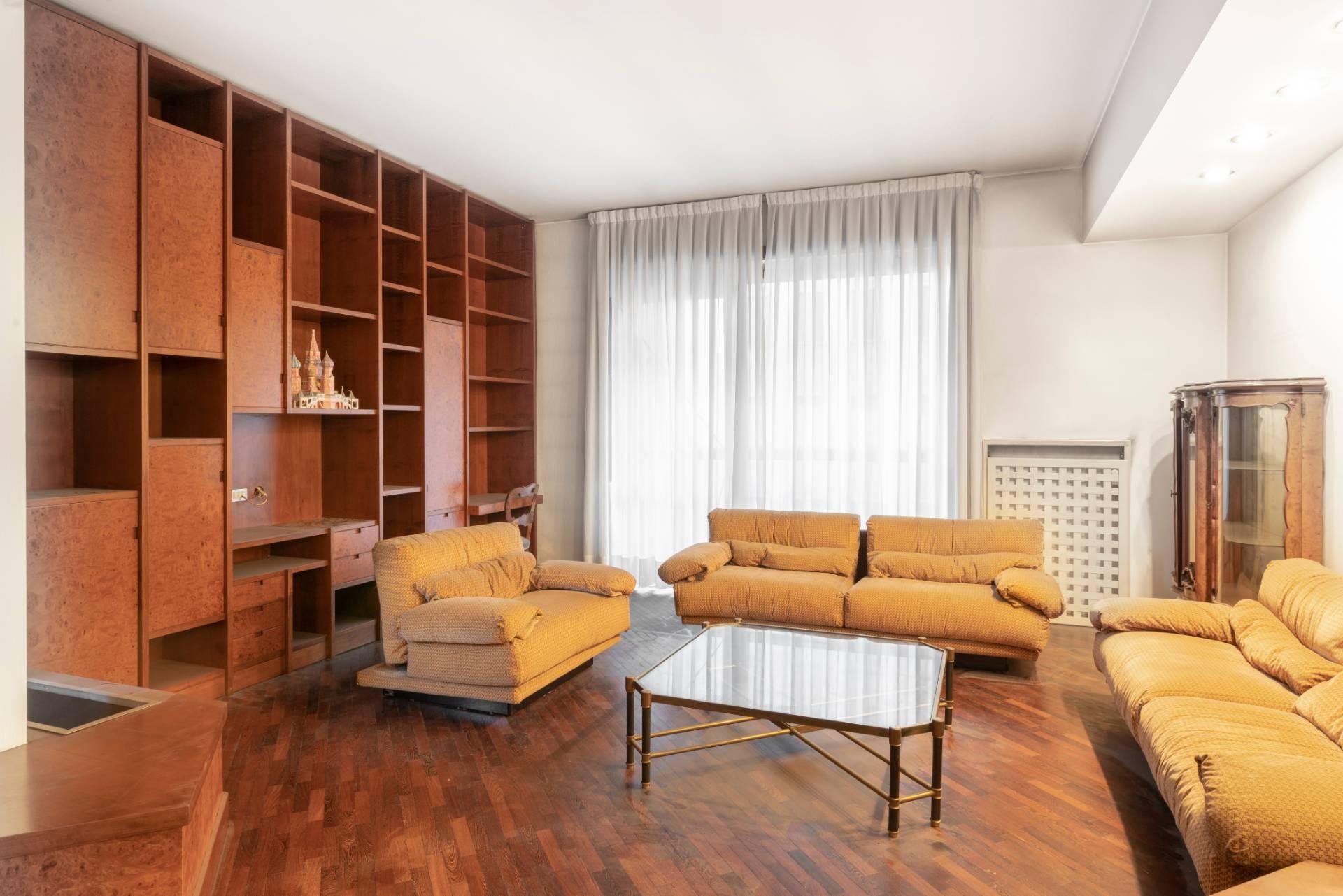 Appartamento in Vendita a Saronno: 5 locali, 145 mq