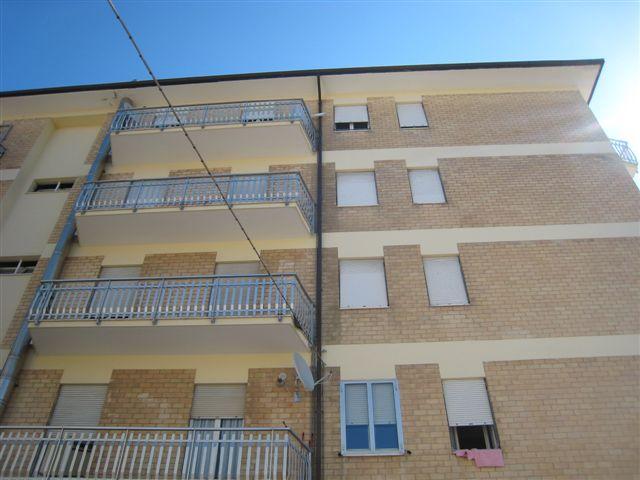 Appartamento in vendita a Monte Urano, 4 locali, prezzo € 105.000 | CambioCasa.it