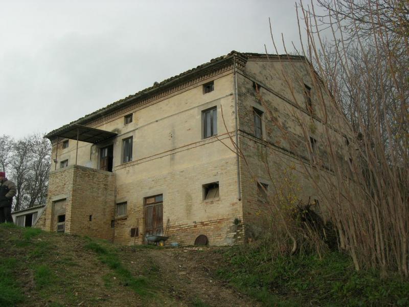 Soluzione Indipendente in vendita a Montegiorgio, 13 locali, Trattative riservate | CambioCasa.it