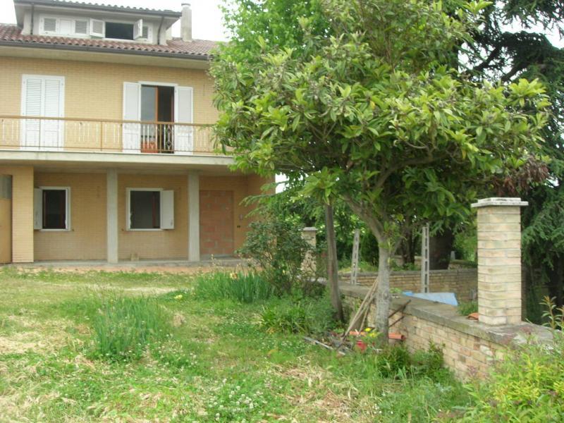 Soluzione Indipendente in vendita a Montegiorgio, 8 locali, zona Zona: Monteverde, Trattative riservate | CambioCasa.it