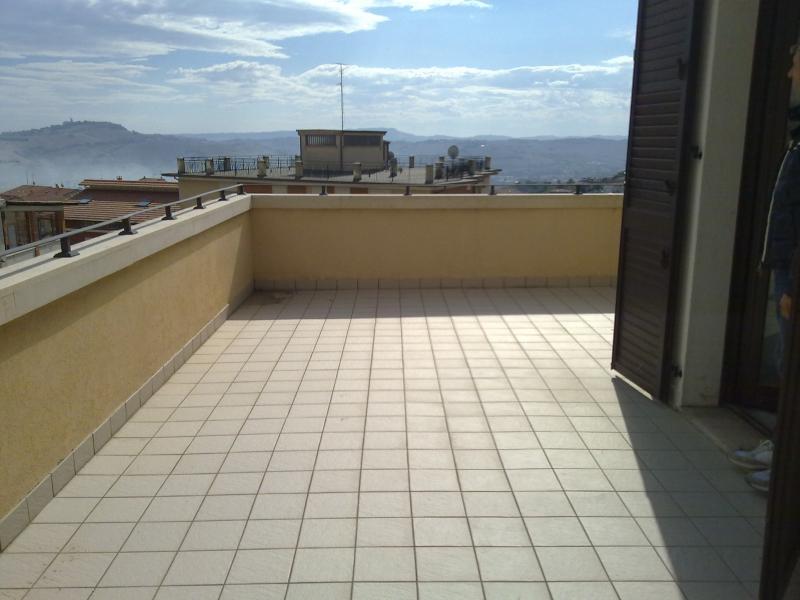 Appartamento in vendita a Monte Urano, 8 locali, prezzo € 260.000 | CambioCasa.it
