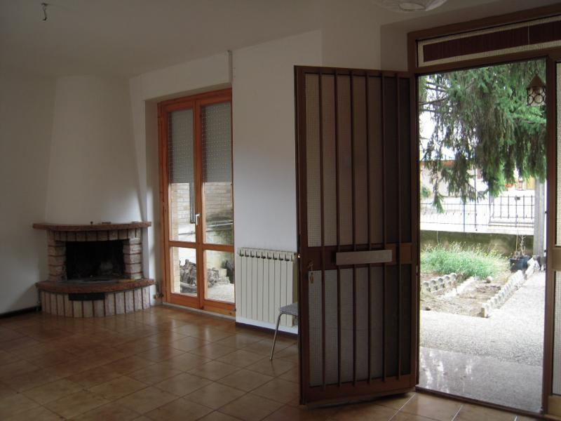 Appartamento in affitto a Montottone, 2 locali, prezzo € 350   CambioCasa.it