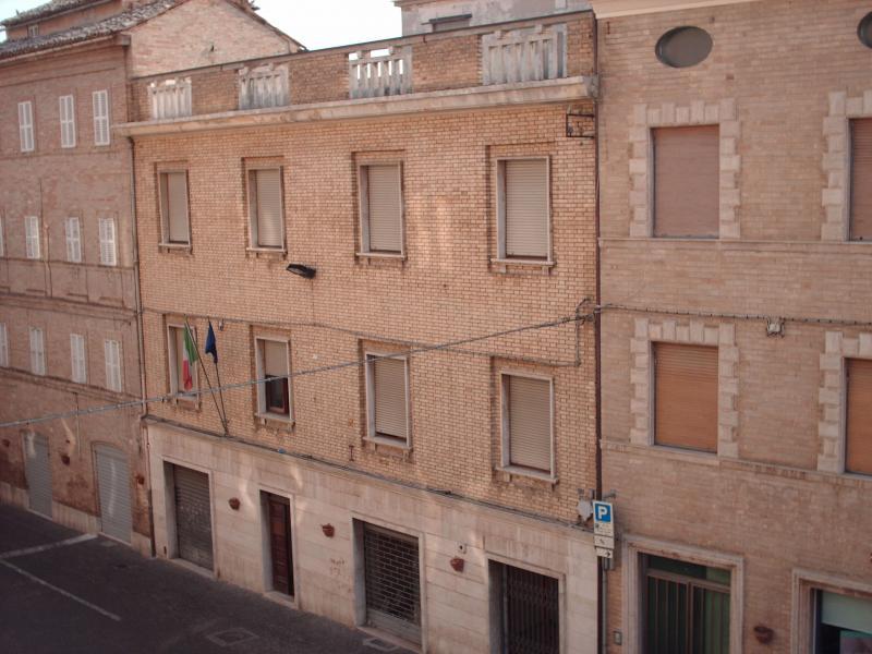 Soluzione Indipendente in vendita a Montegiorgio, 12 locali, Trattative riservate | CambioCasa.it