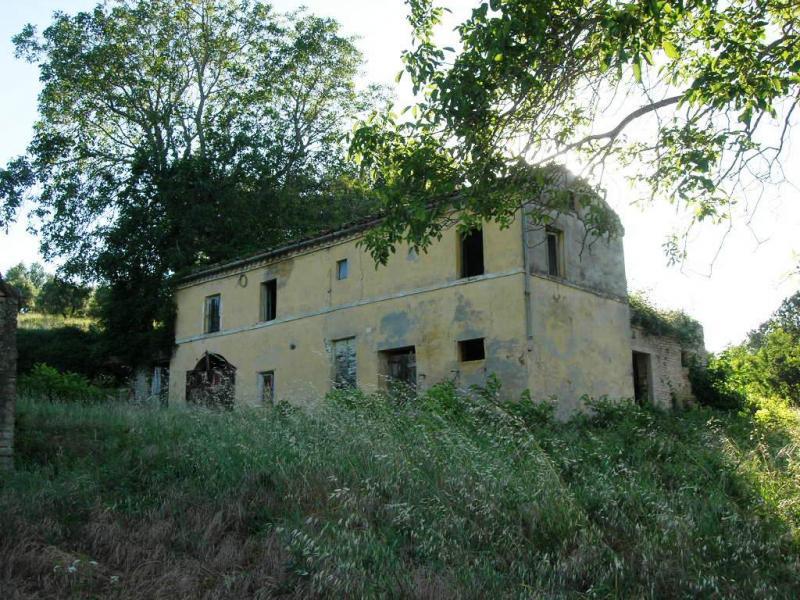 Soluzione Indipendente in vendita a Montegiorgio, 6 locali, zona Zona: Monteverde, prezzo € 100.000 | CambioCasa.it