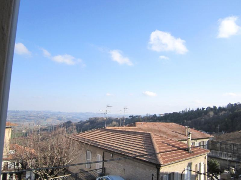 Soluzione Indipendente in vendita a Montegiorgio, 10 locali, prezzo € 70.000 | CambioCasa.it