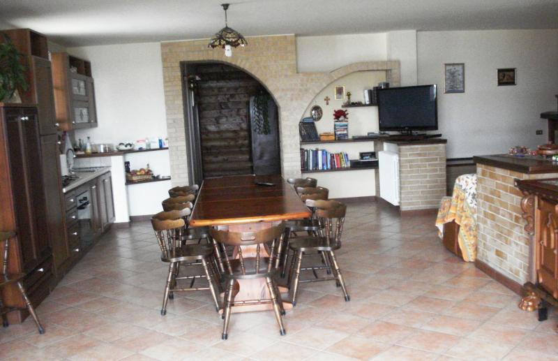 Soluzione Indipendente in vendita a Rapagnano, 10 locali, prezzo € 490.000 | CambioCasa.it
