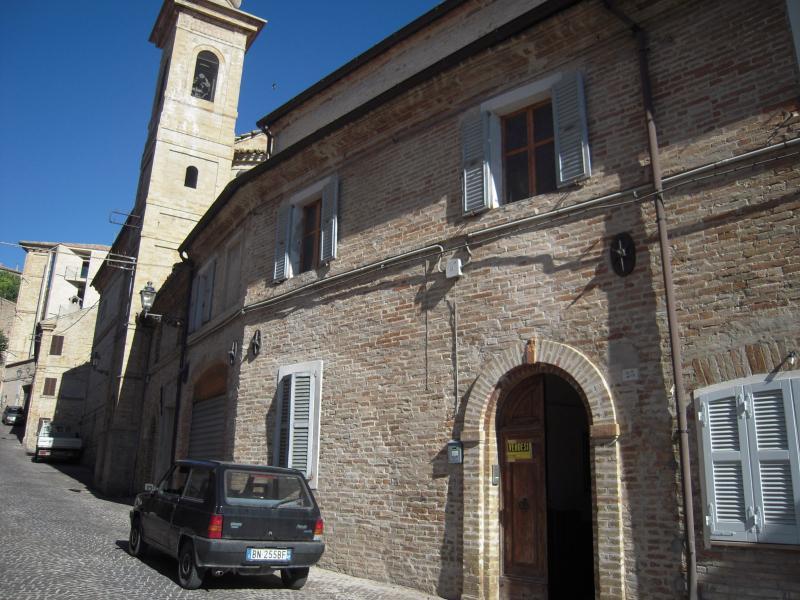 Soluzione Indipendente in vendita a Montegiorgio, 10 locali, prezzo € 200.000 | CambioCasa.it