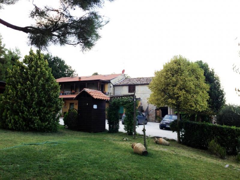 Attività / Licenza in vendita a Montottone, 20 locali, prezzo € 660.000 | CambioCasa.it