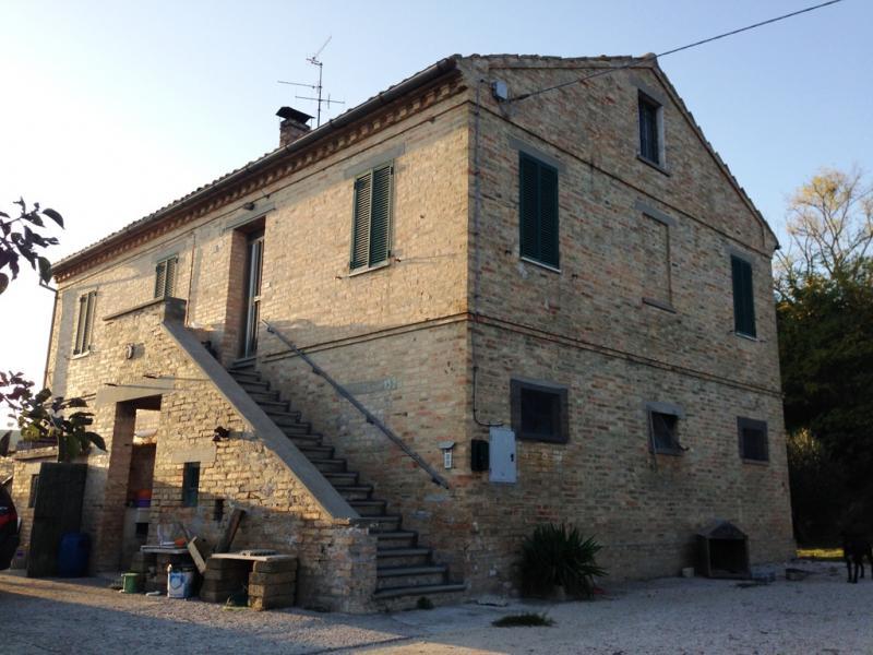 Soluzione Indipendente in vendita a Fermo, 8 locali, zona Località: CampiglionediFermo, Trattative riservate   CambioCasa.it