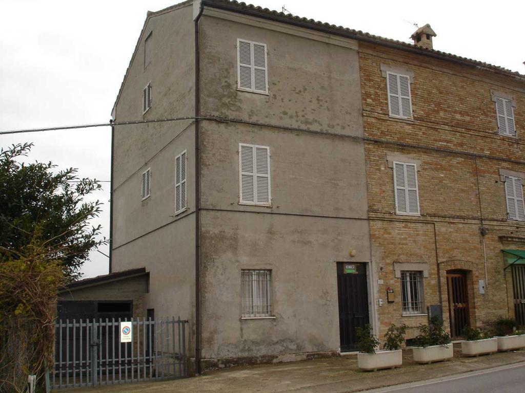 Soluzione Indipendente in vendita a Francavilla d'Ete, 7 locali, prezzo € 190.000 | CambioCasa.it