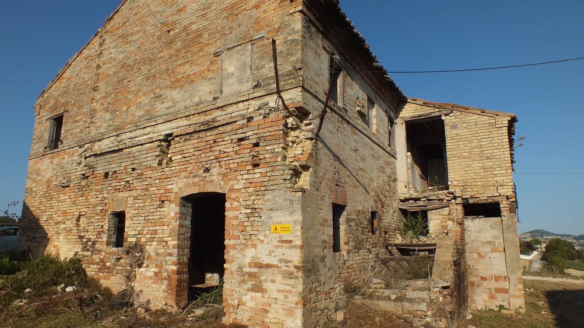 Soluzione Indipendente in vendita a Fermo, 11 locali, zona Località: CampiglionediFermo, prezzo € 330.000 | CambioCasa.it