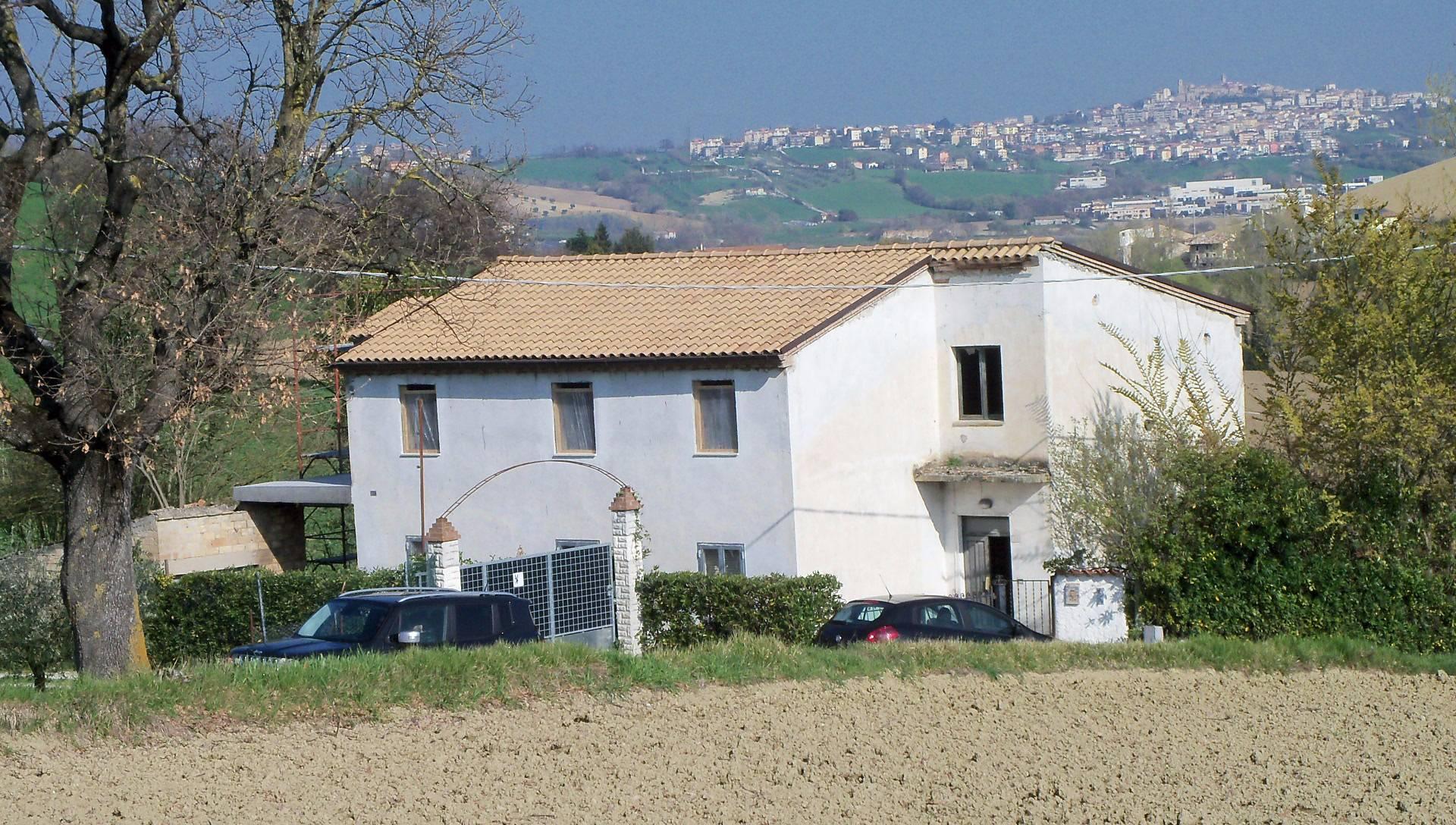 Attività / Licenza in vendita a Fermo, 8 locali, prezzo € 170.000 | CambioCasa.it