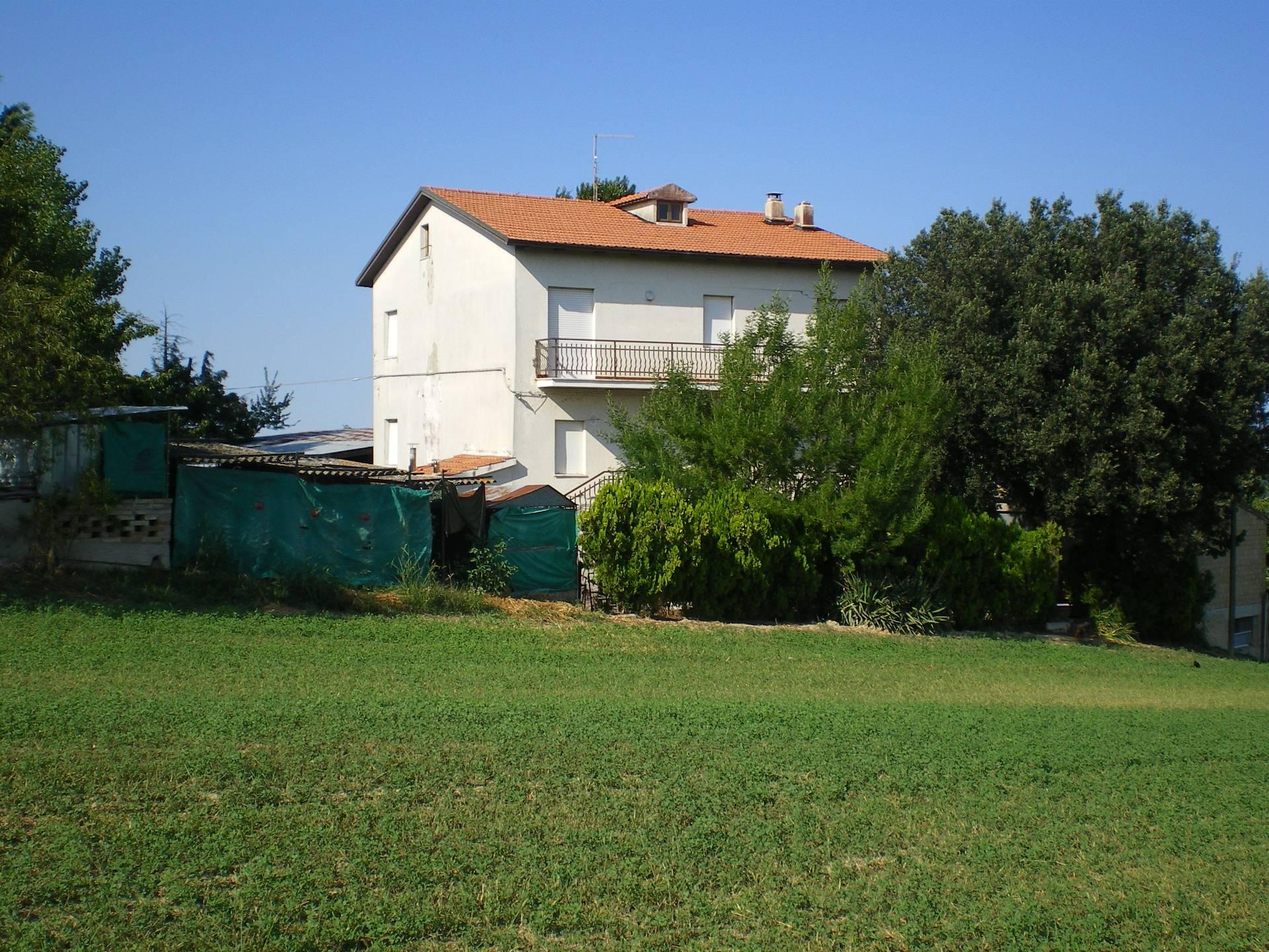 Soluzione Indipendente in vendita a Falerone, 8 locali, prezzo € 105.000   CambioCasa.it