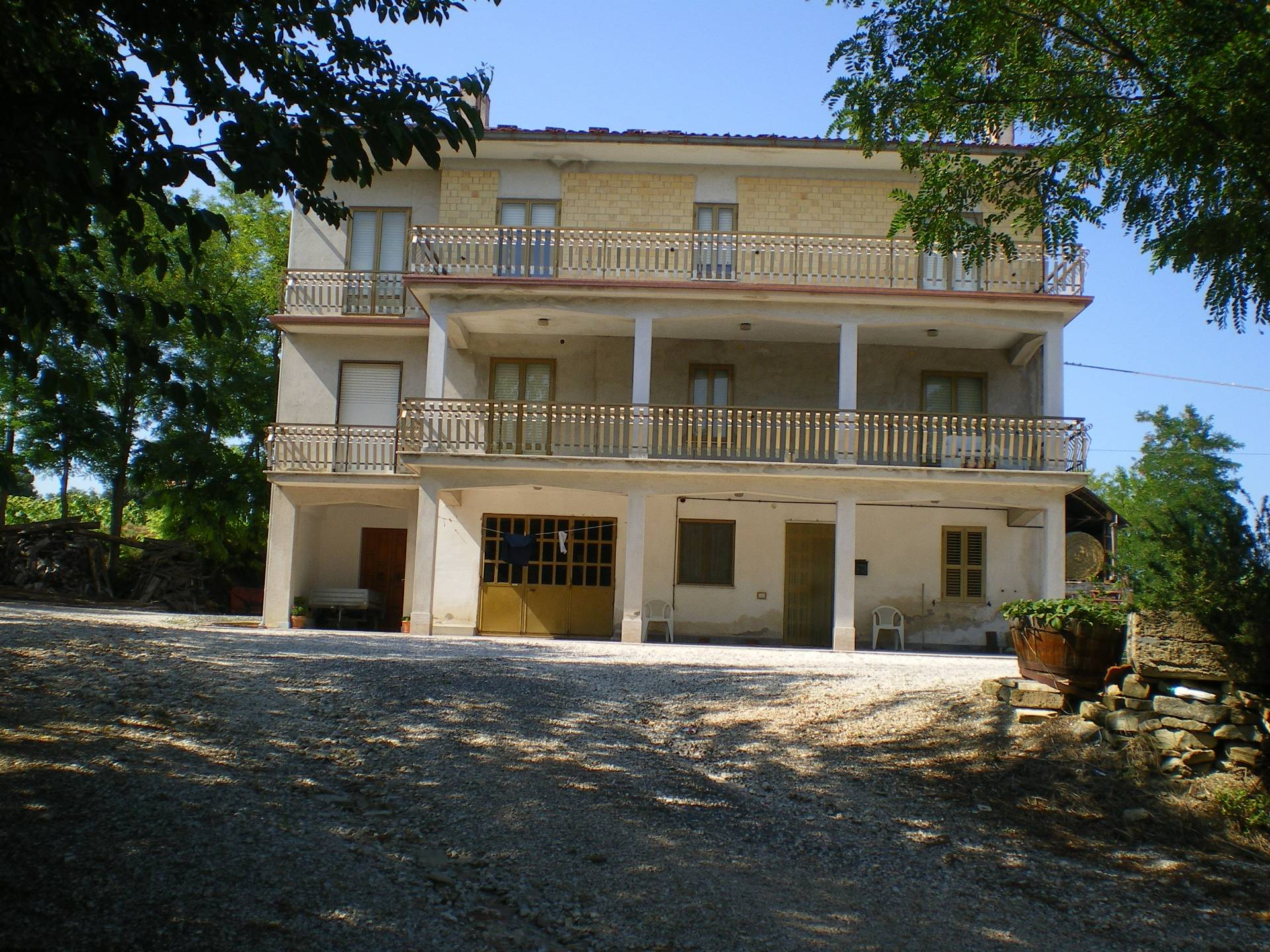 Soluzione Indipendente in vendita a Falerone, 12 locali, prezzo € 380.000 | CambioCasa.it