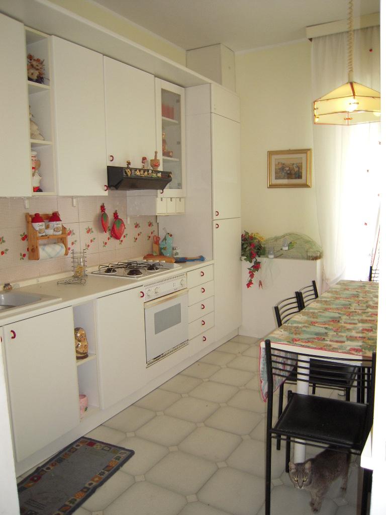 Appartamento in affitto a Monsampietro Morico, 5 locali, prezzo € 300   CambioCasa.it