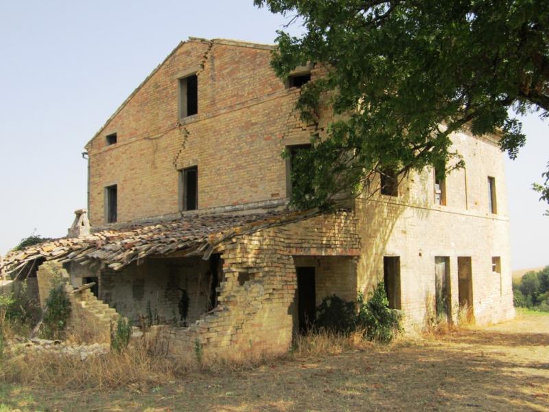 Soluzione Indipendente in vendita a Montegiorgio, 8 locali, zona Zona: Alteta, prezzo € 95.000 | CambioCasa.it