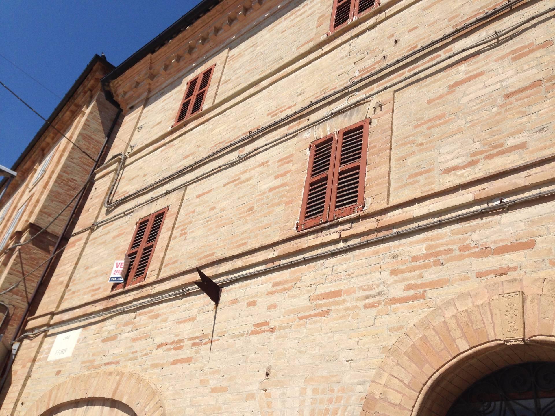 Appartamento in vendita a Falerone, 5 locali, prezzo € 70.000   CambioCasa.it
