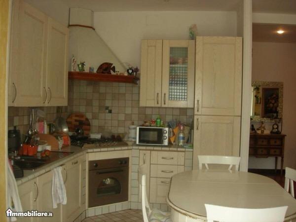 Appartamento in affitto a Montegiorgio, 5 locali, prezzo € 400 | CambioCasa.it