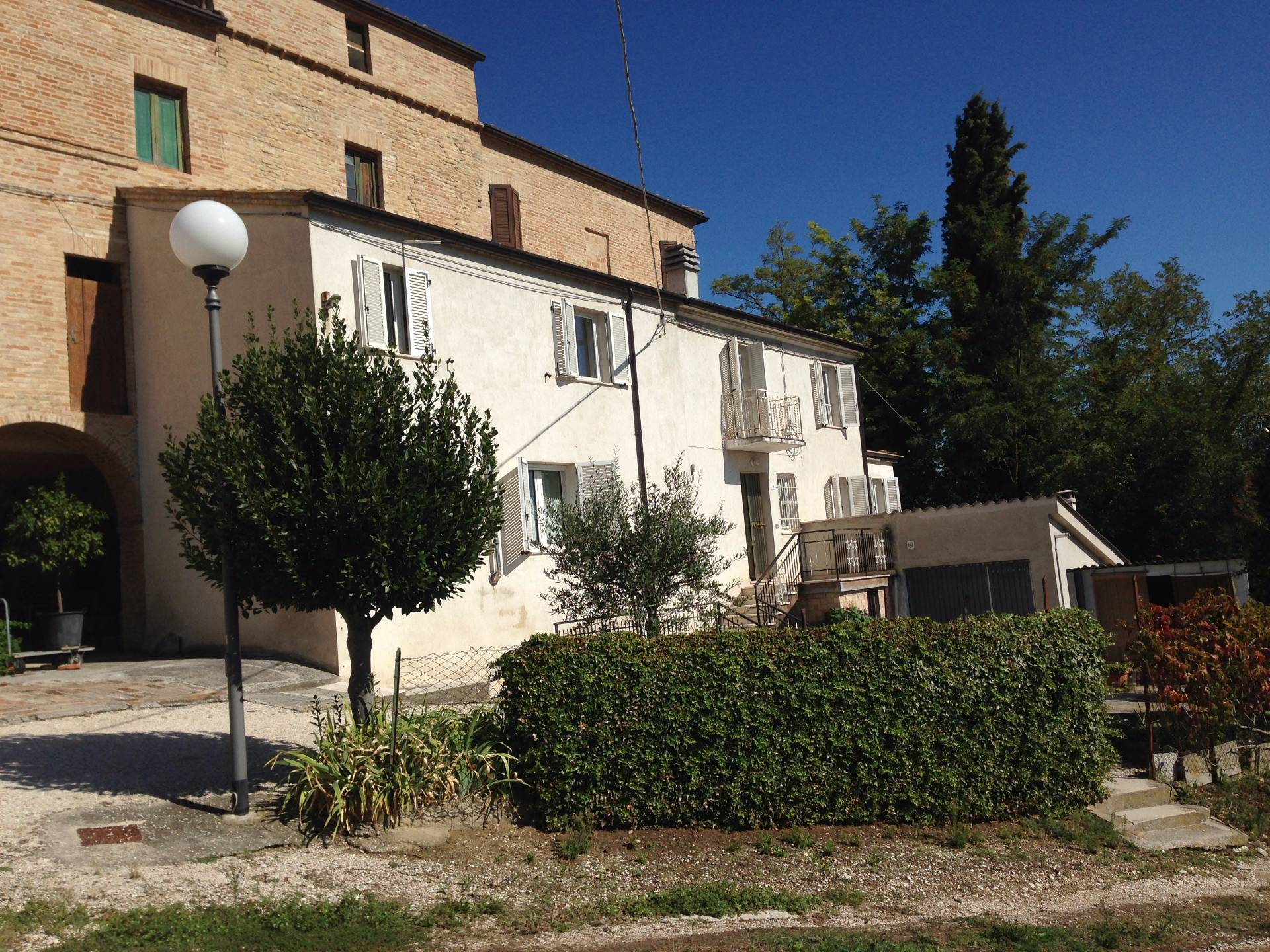 Soluzione Indipendente in vendita a Falerone, 8 locali, prezzo € 120.000 | CambioCasa.it