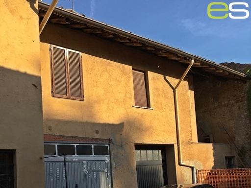 Rustico / Casale in vendita a Mariano Comense, 5 locali, prezzo € 168.000 | CambioCasa.it