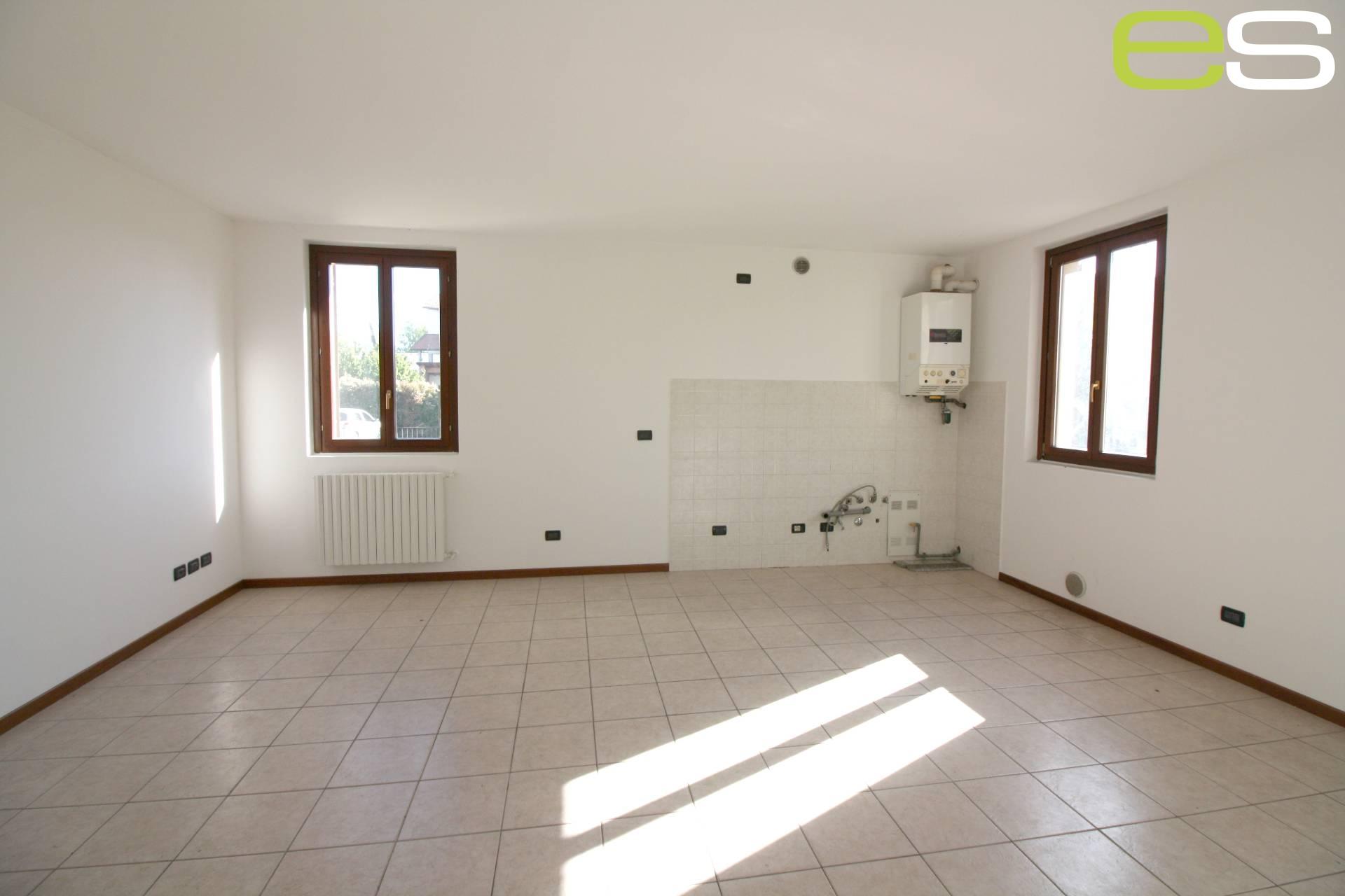 Appartamento in vendita a Nibionno, 3 locali, zona Zona: Cibrone, prezzo € 86.000 | CambioCasa.it