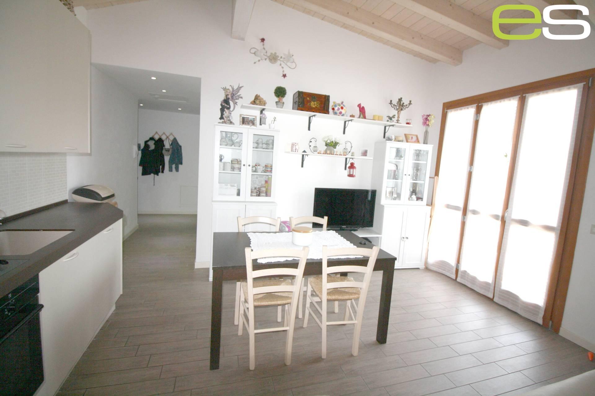 Appartamento in Vendita a Carugo