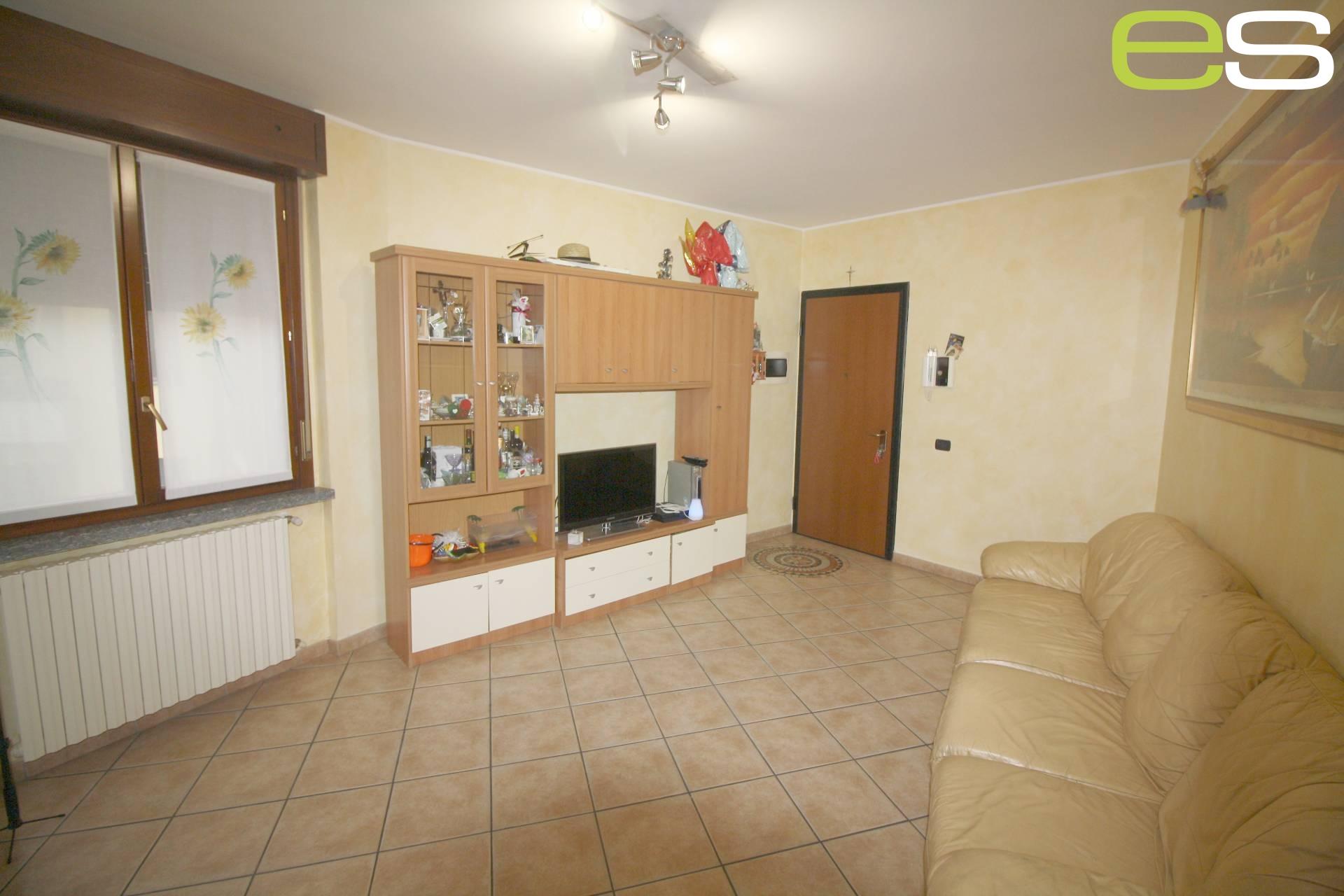 Appartamento in vendita a Veduggio con Colzano, 3 locali, prezzo € 123.000 | CambioCasa.it