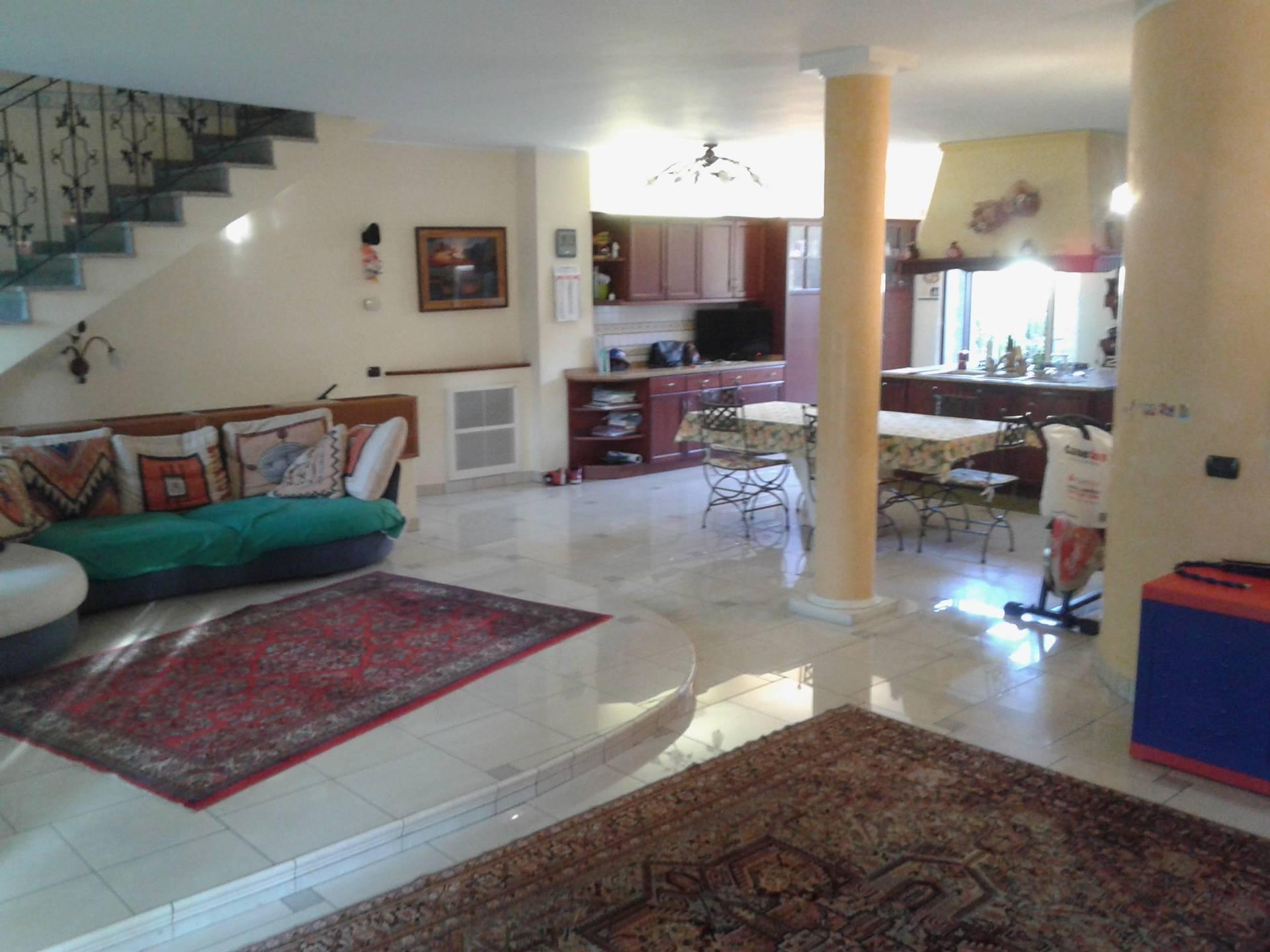 Villa in vendita a Cerro Maggiore, 6 locali, zona Zona: Cantalupo, prezzo € 275.000 | CambioCasa.it