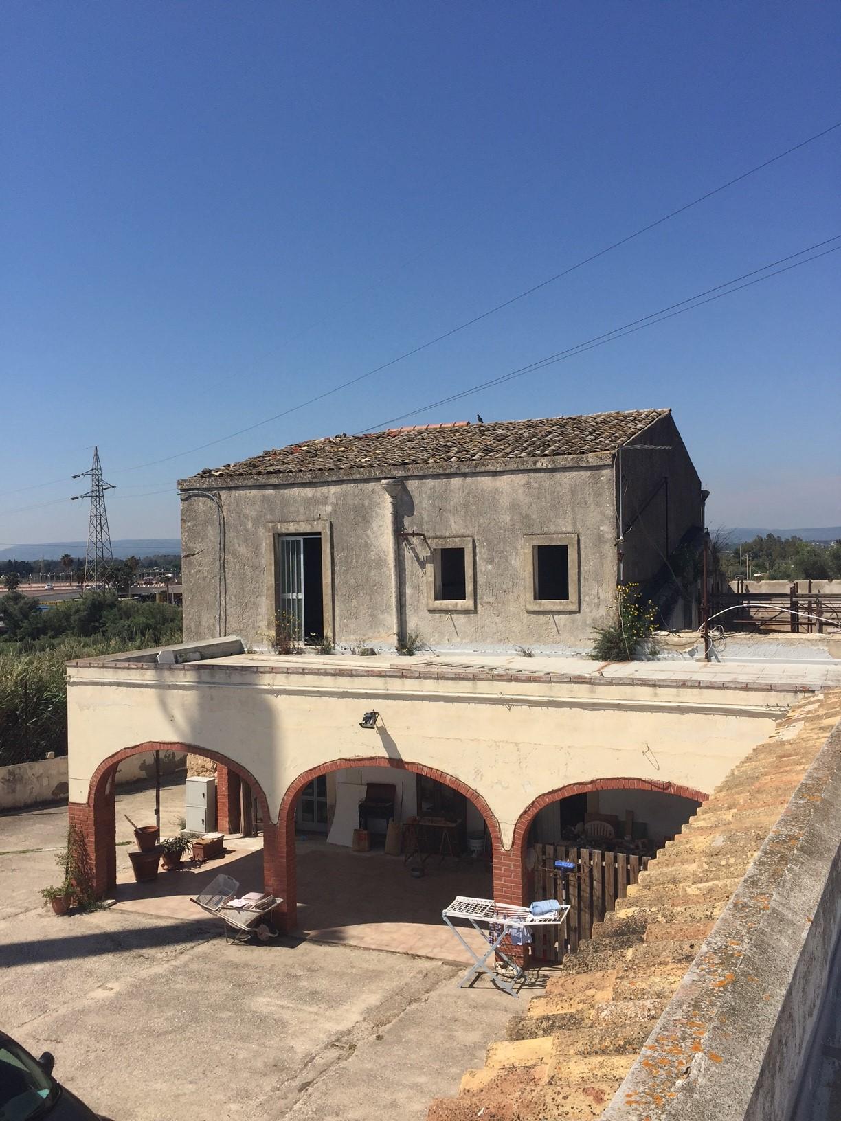 Rustico / Casale in vendita a Siracusa, 15 locali, zona Località: Maremonti, Trattative riservate | CambioCasa.it
