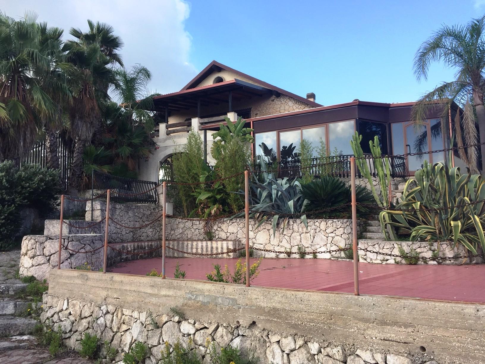 Soluzione Indipendente in vendita a Solarino, 8 locali, prezzo € 290.000 | CambioCasa.it