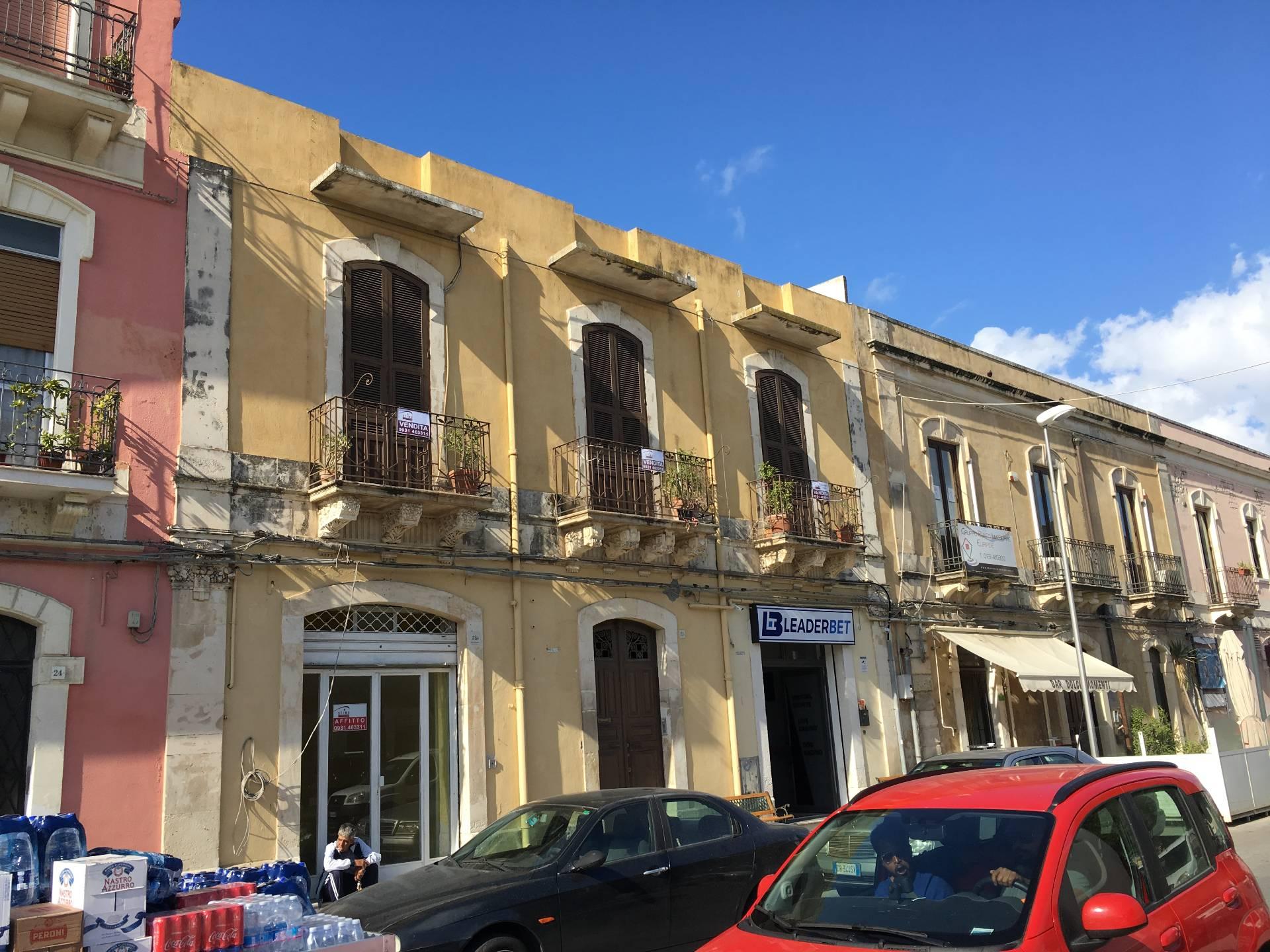 Soluzione Indipendente in vendita a Siracusa, 8 locali, zona Zona: Borgata, prezzo € 270.000   CambioCasa.it