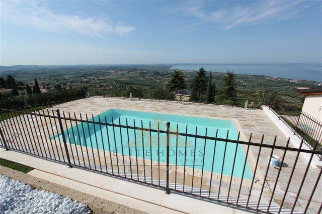 Villa in vendita a Cavaion Veronese, 9 locali, Trattative riservate | CambioCasa.it