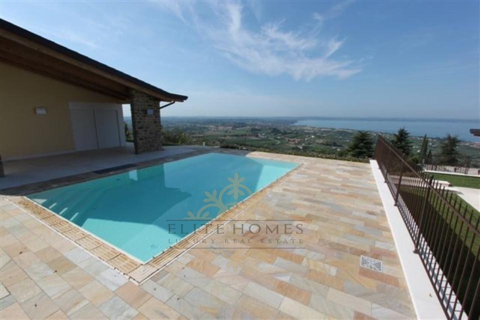 Villa in vendita a Cavaion Veronese, 10 locali, Trattative riservate | CambioCasa.it