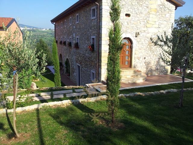 Rustico / Casale in vendita a Verona, 8 locali, prezzo € 580.000 | CambioCasa.it