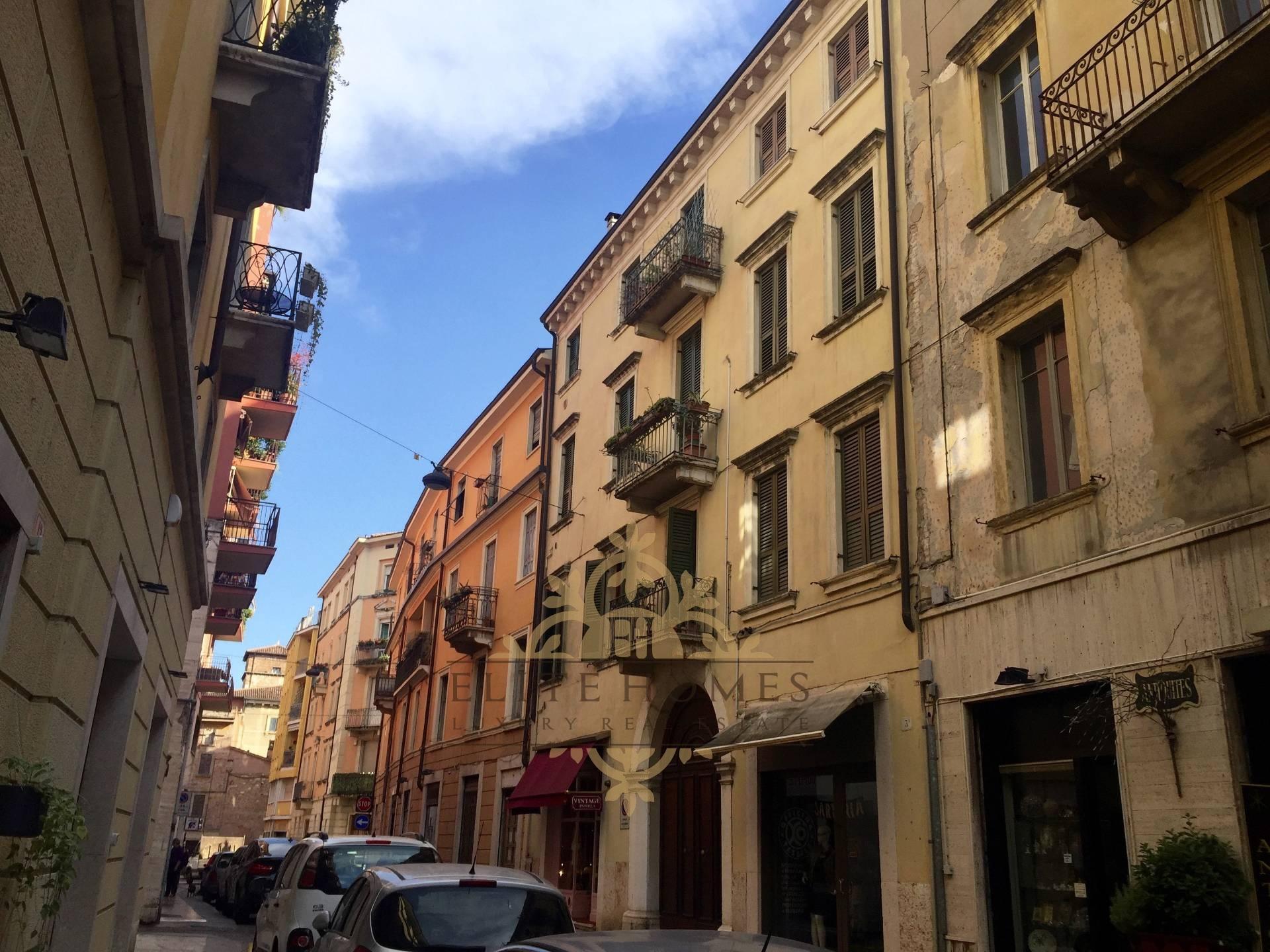Appartamento in vendita a Verona, 7 locali, zona Località: Centrostorico, prezzo € 320.000   CambioCasa.it