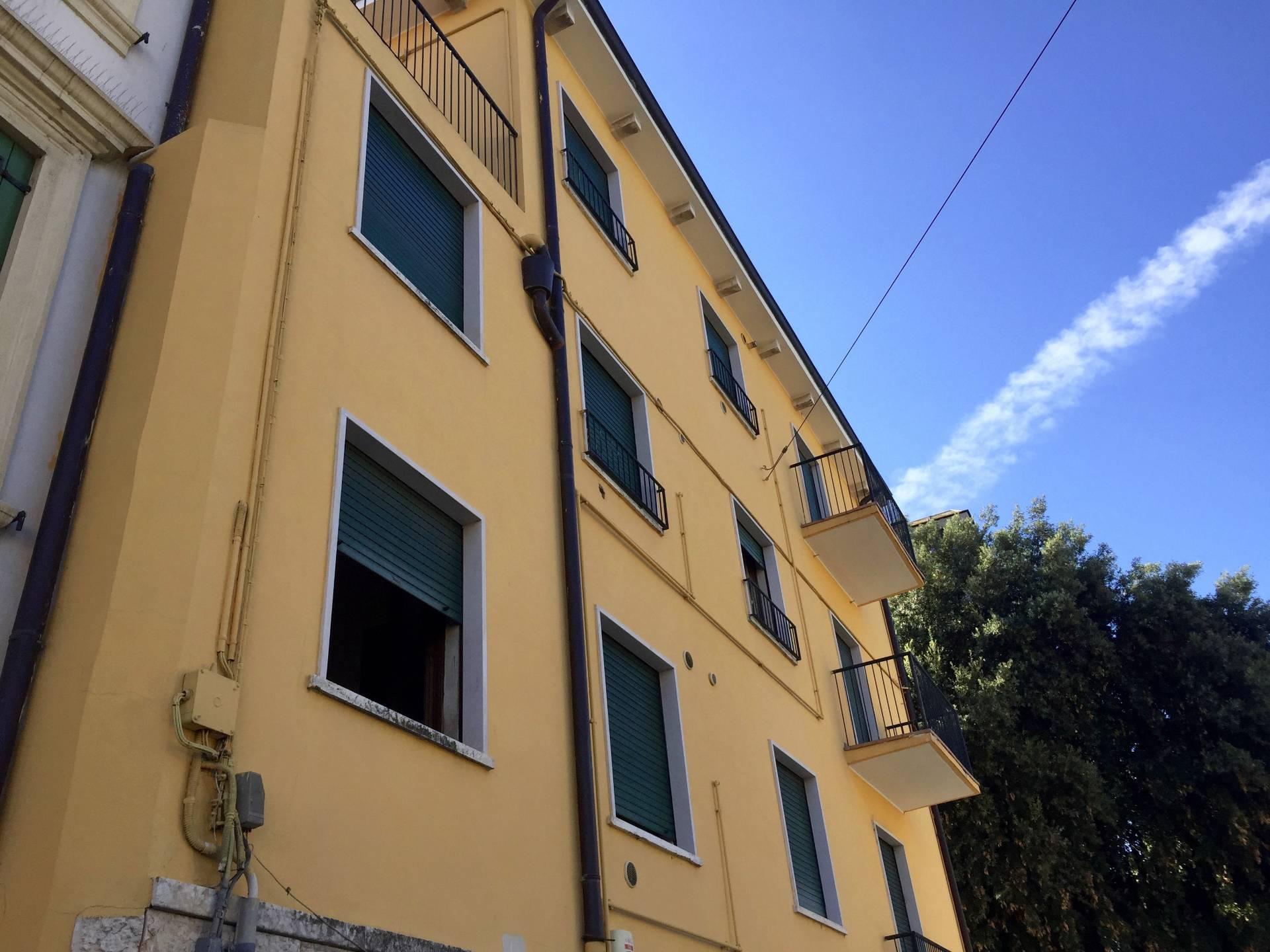Palazzo / Stabile in vendita a Verona, 11 locali, zona Zona: 2 . Veronetta, Trattative riservate | CambioCasa.it