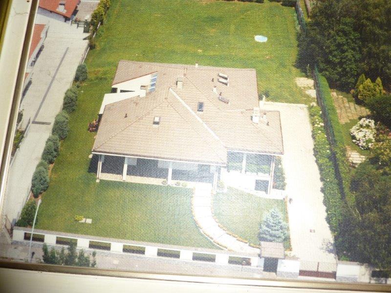 Villa in vendita a Noviglio, 5 locali, prezzo € 460.000 | CambioCasa.it