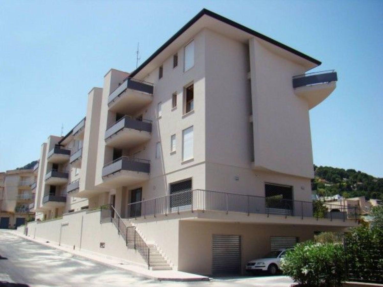 Ufficio / Studio in affitto a Alcamo, 9999 locali, prezzo € 1.000 | CambioCasa.it